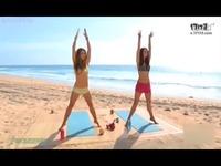 性感比基尼美女海滩健身教学