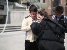 《征途2手游》香艳对决 36D小姨子不敌A4腰表妹