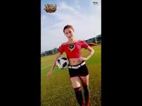《魔域》小姐姐超会撩  最美足球宝贝狂欢竞猜!